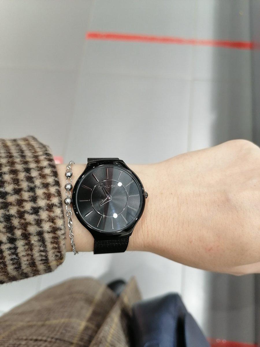 Красивые, лаконичные часы.