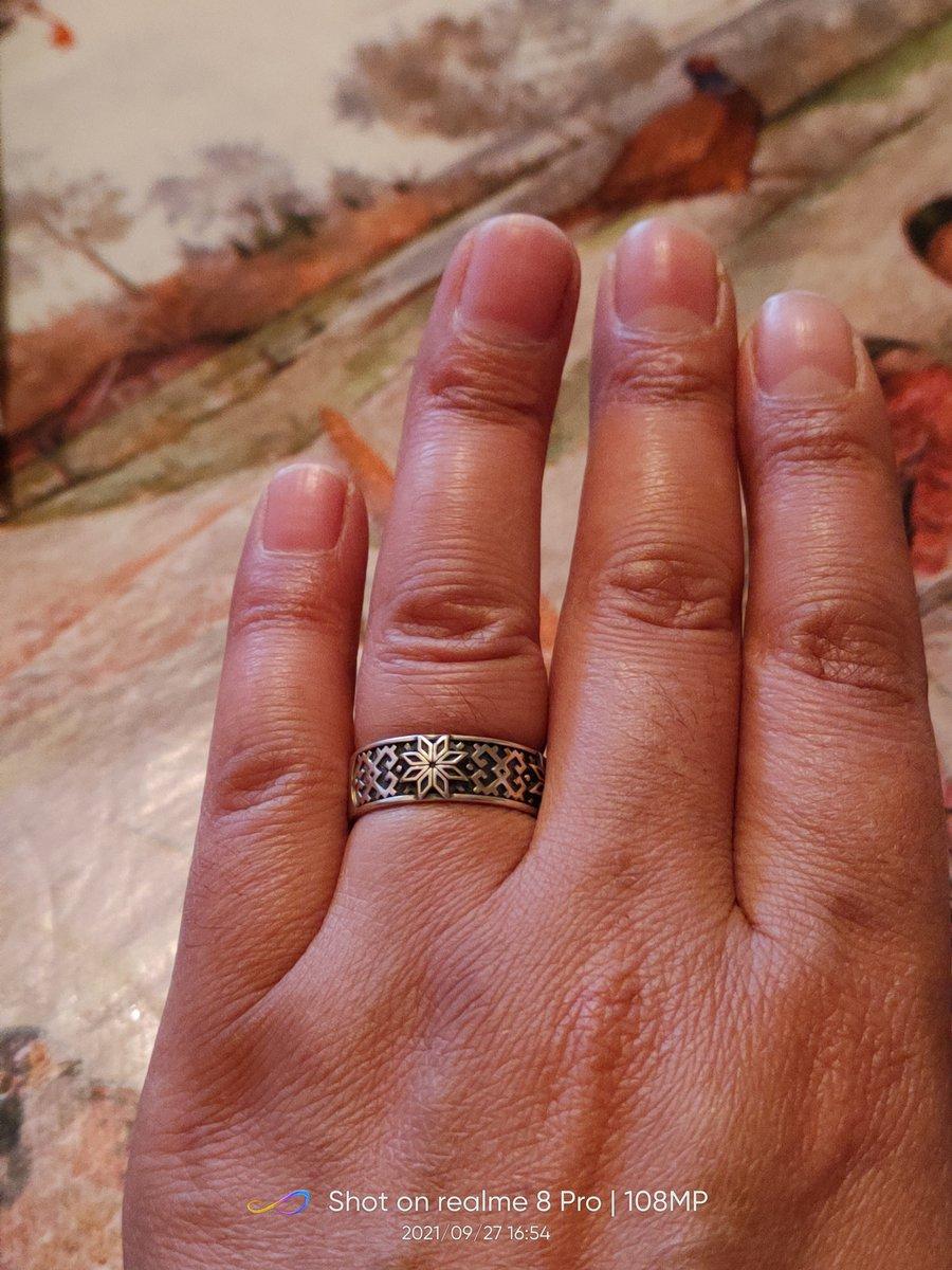 Кольцо очень красивое я не жалею что купила три штуку 🥰