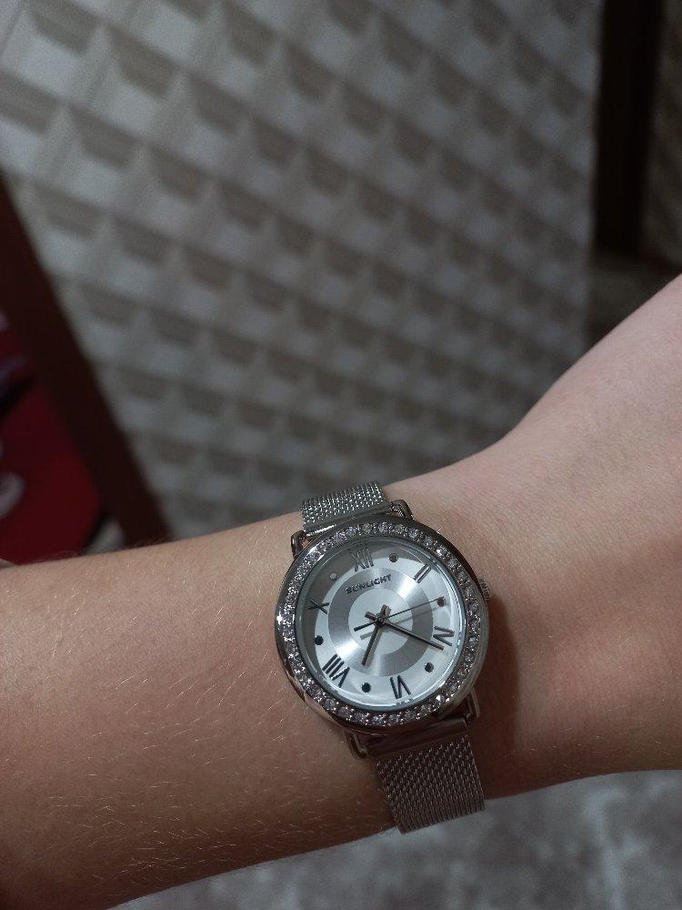 Часы очень красиво смотрятся на ручке