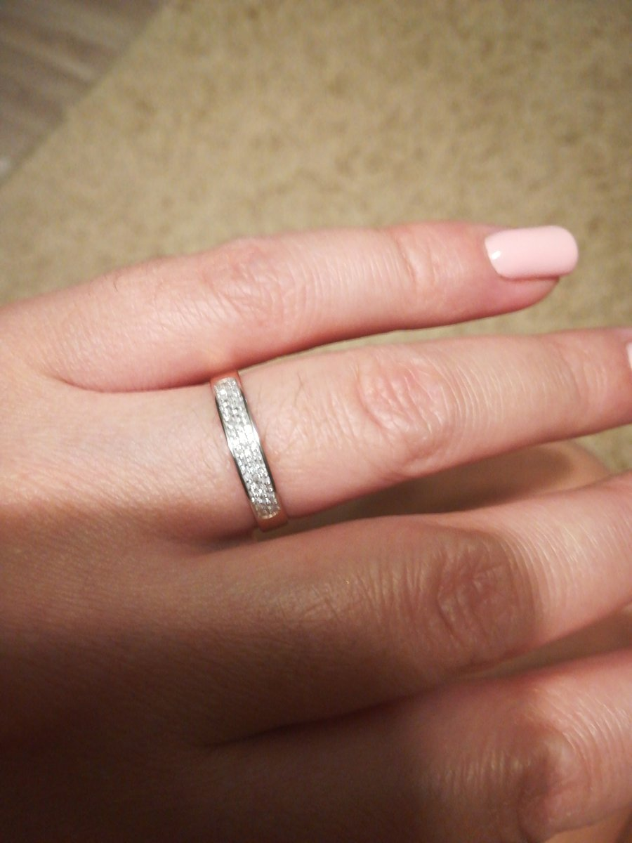Обручальное кольцо.