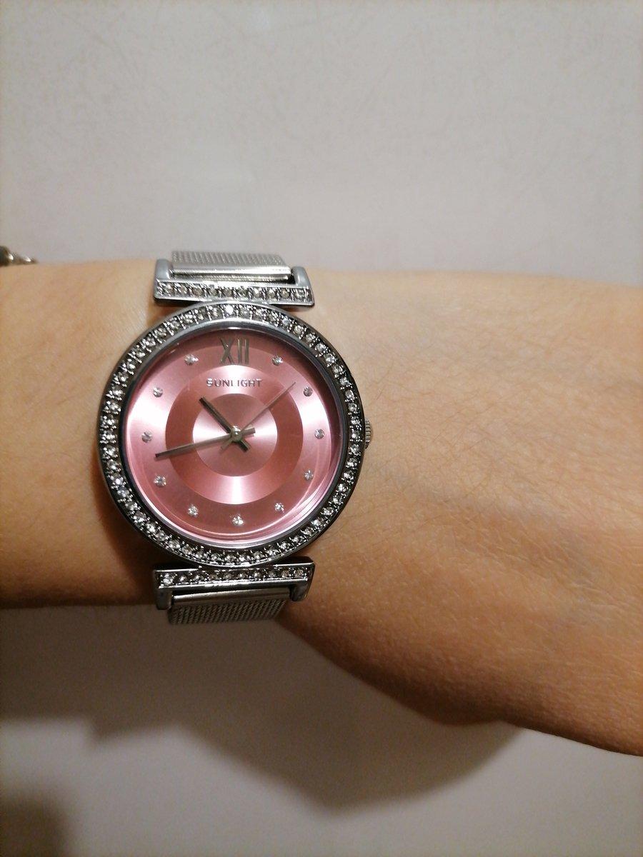 Нежные и красивые часы.