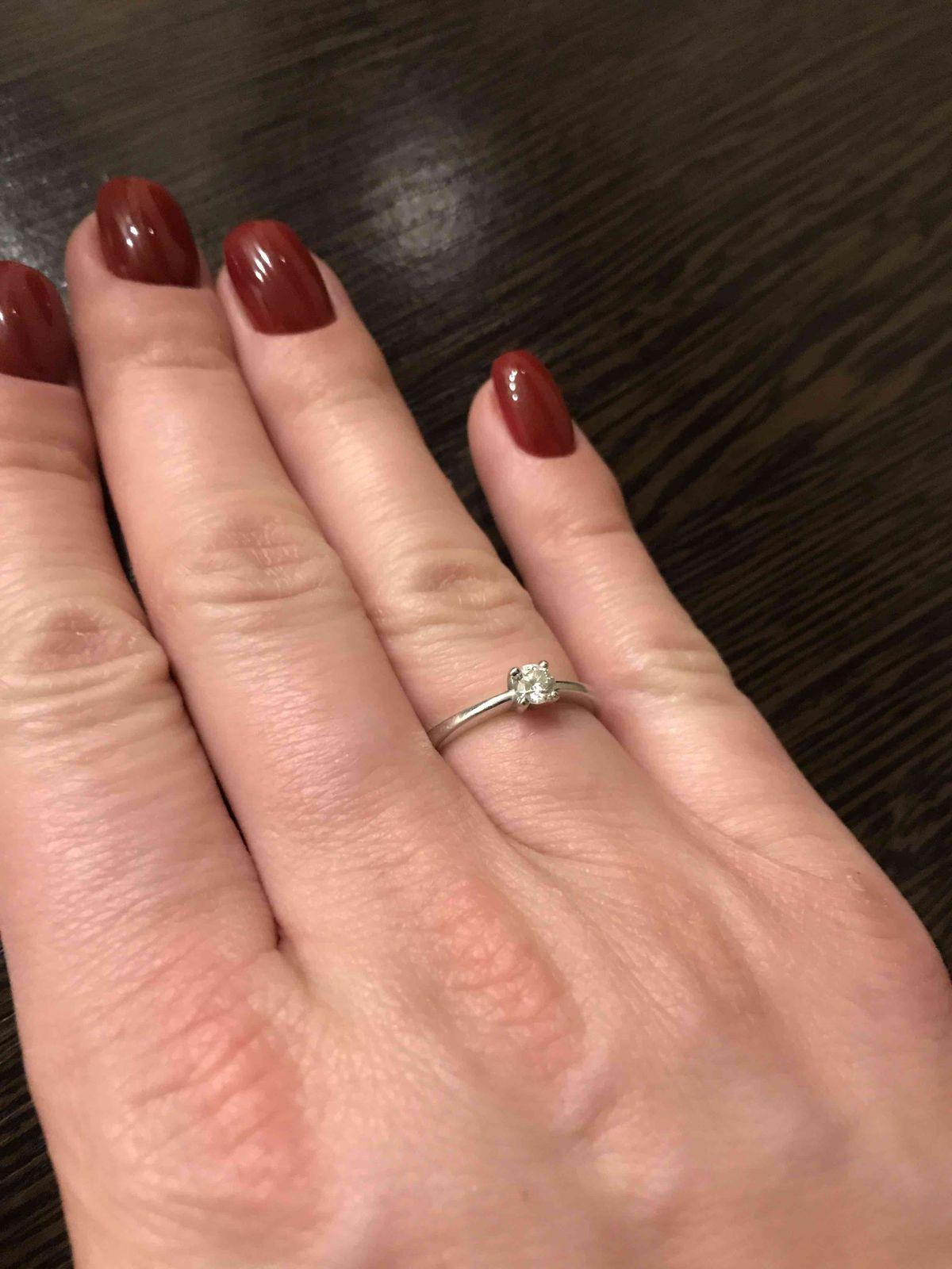 Помолвлчное кольцо в подарок