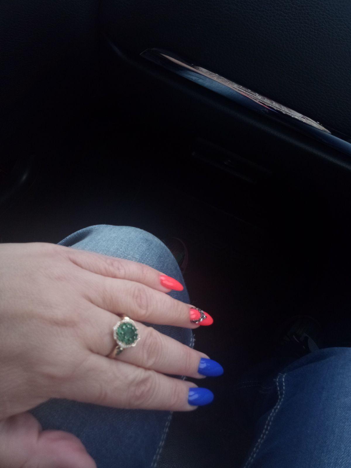 Кольцо шикарное с изумрудами и бриллиантами