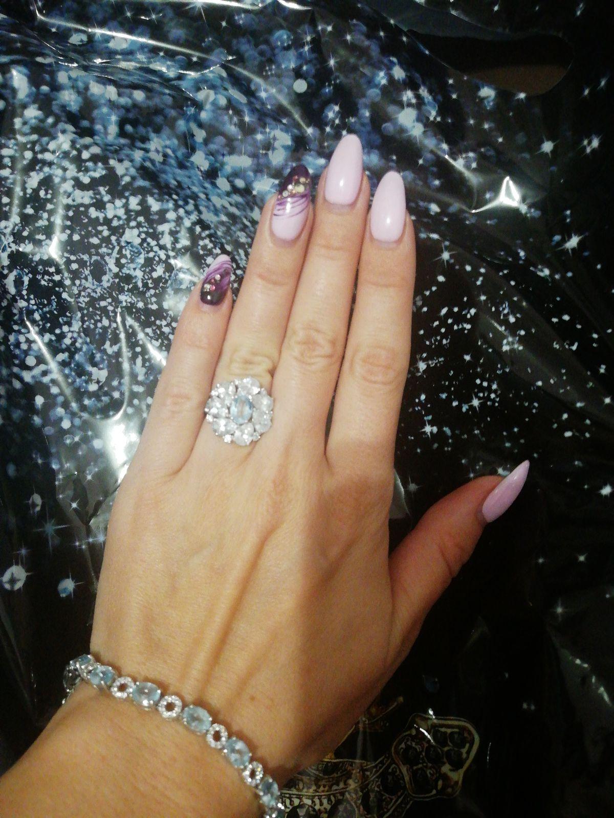 Отличное кольцо 💍, очень красиво переливается на солнце, эффектно выглядит