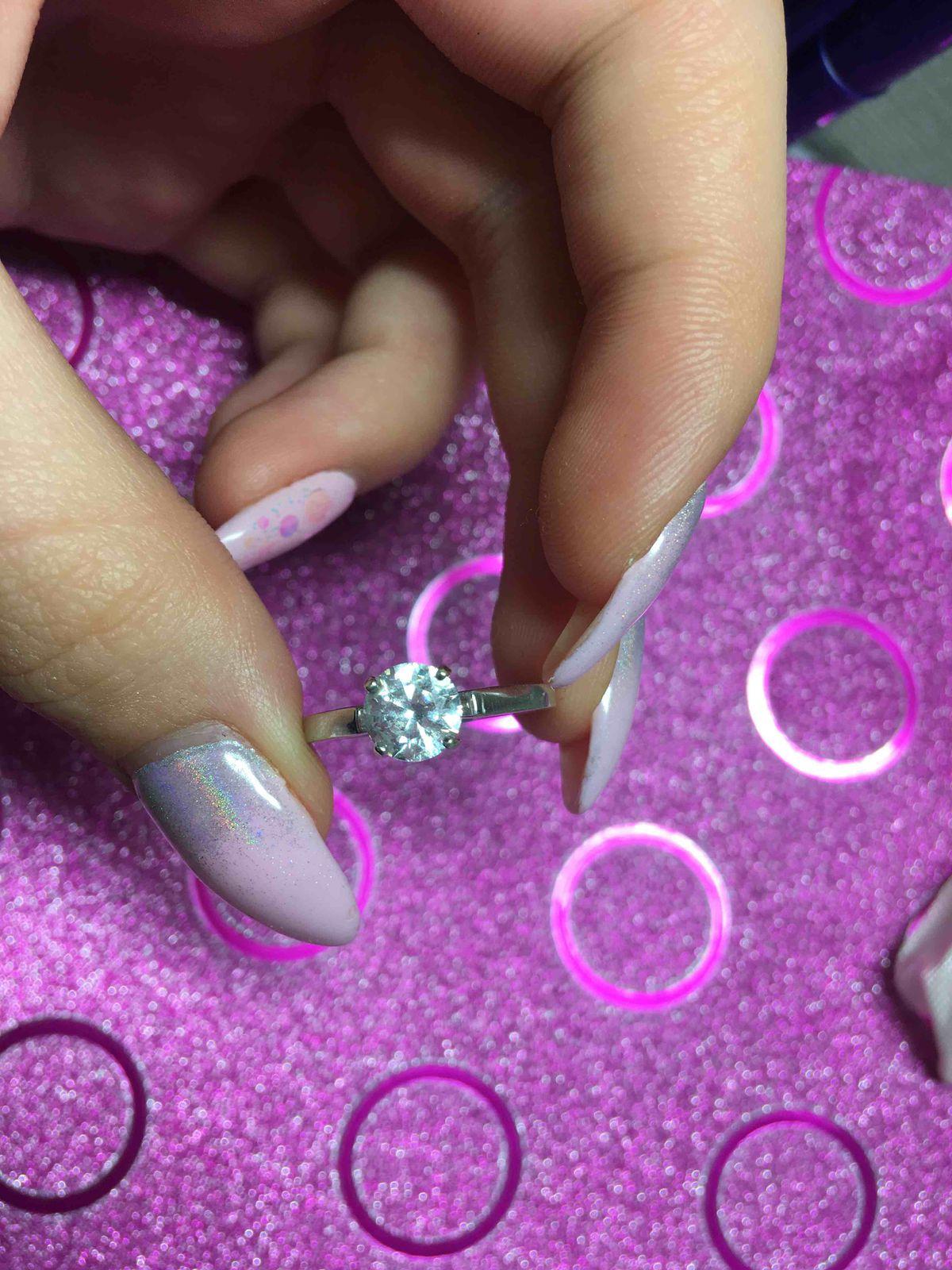 Красивое серебрянное кольцо с крупным фианитом.