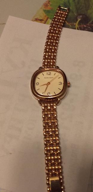 Часы симпатичные. С золотом хорошо сочетаются.
