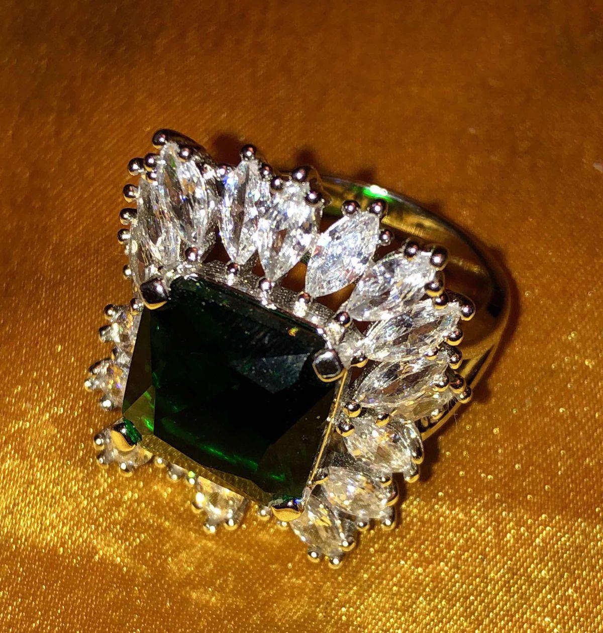 Перстень словно Изумруд