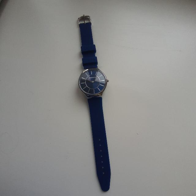Как пришла в магазин, эти часы сразу приковали мое внимание