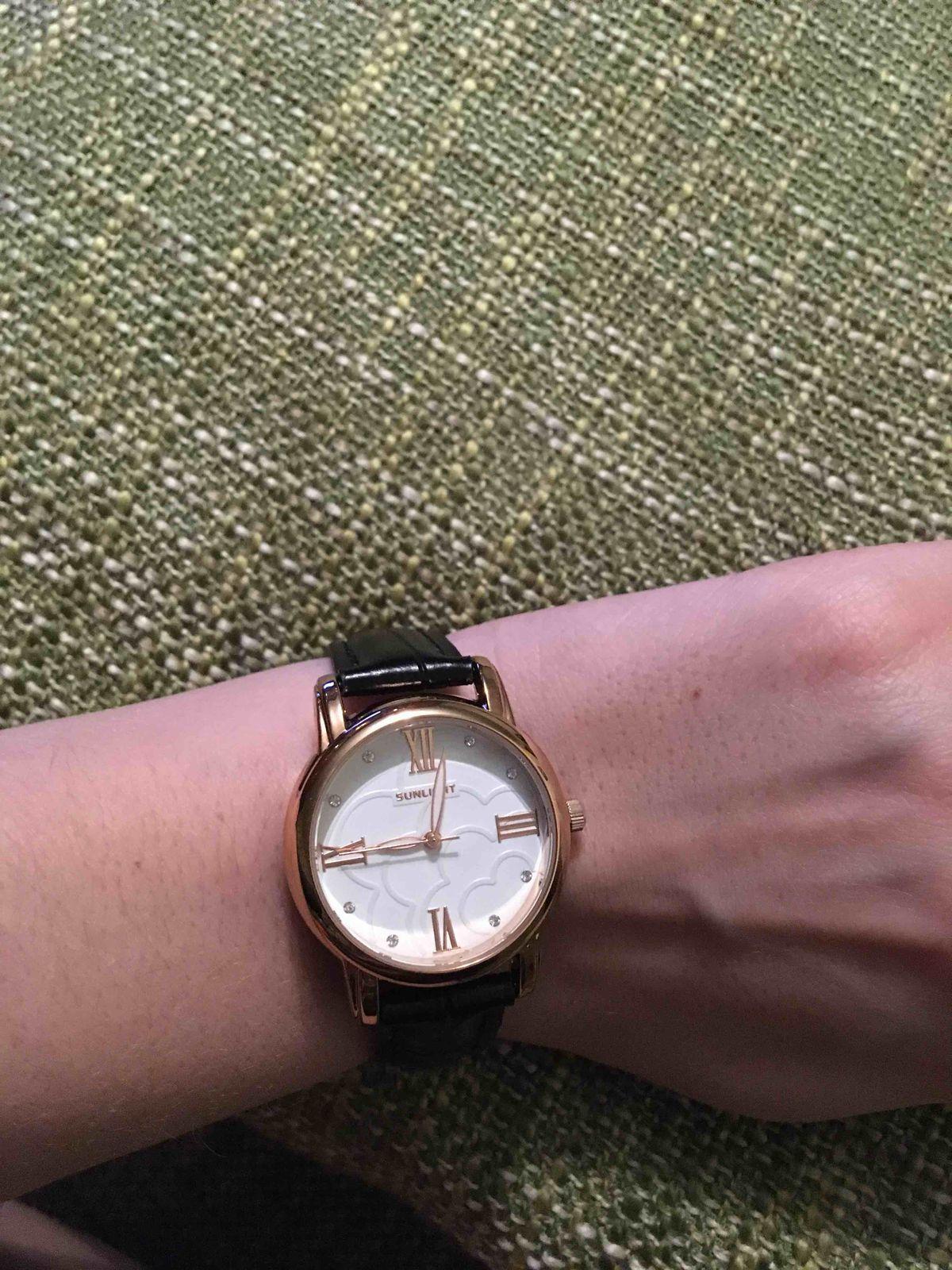 Часы просто супер!! очень элегантные, на руке смотрятся очень изящно!