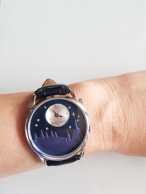 Часы с эмбоссированнием.
