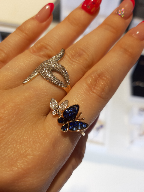 Кольцо в виде бабочек с сапфирами и бриллиантами