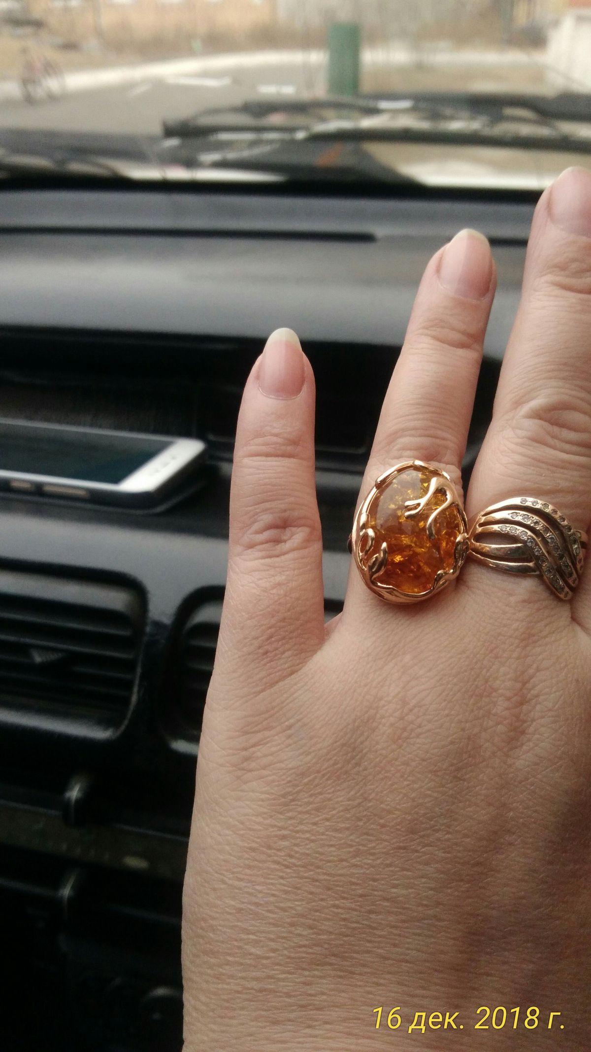 Кольцо просто супер. смотрится очень шикарно.