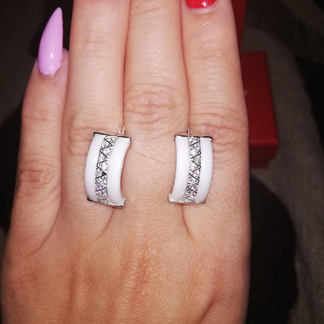 Потрясающие серьги из серебра с белой керамикой