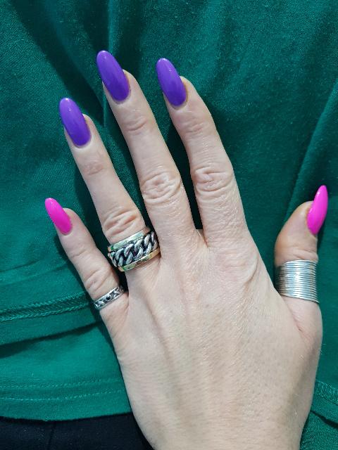 Очень крутое кольцо!!долго смотрела на него...но черная пятница и оно мое!!