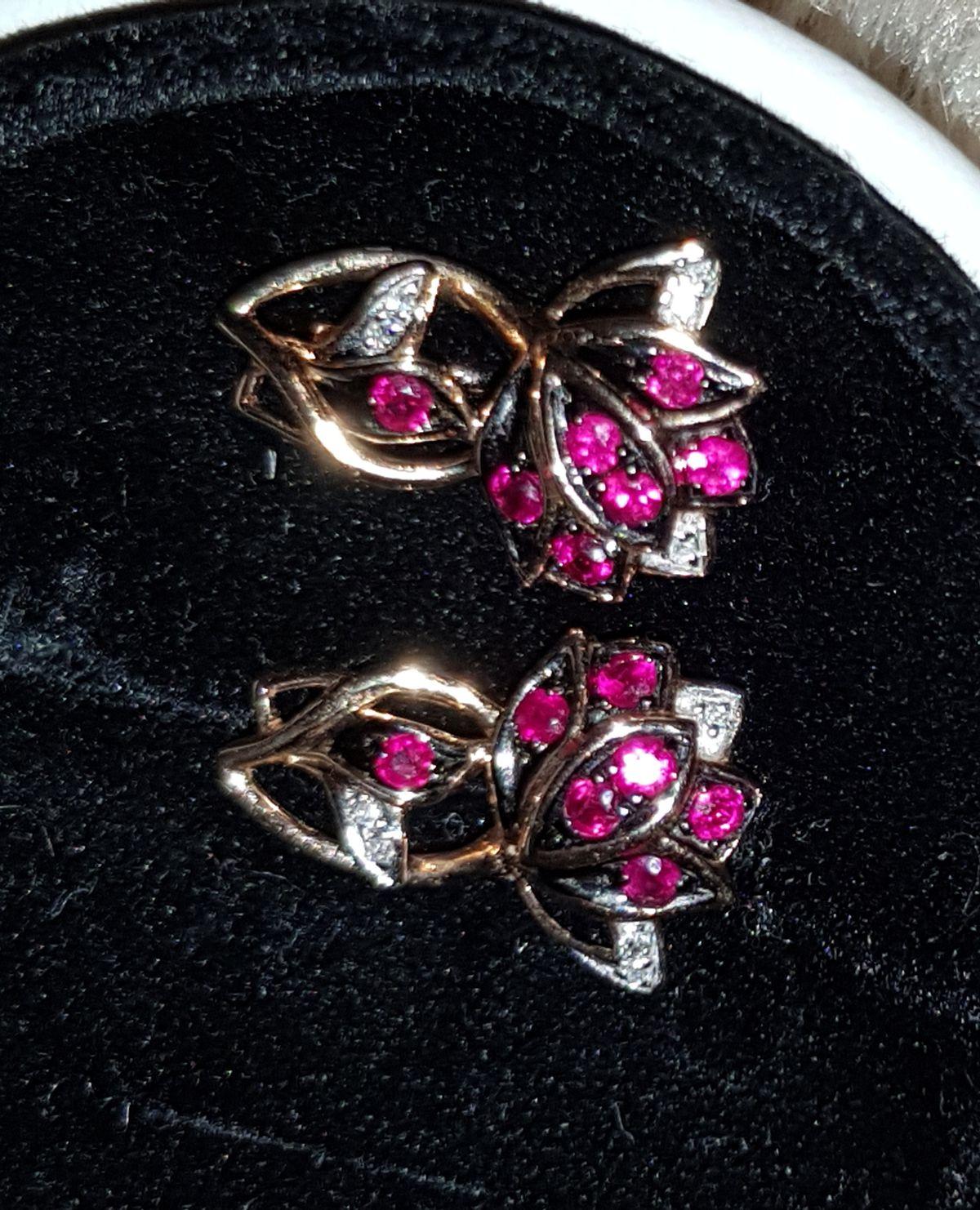 Роскошные серьги с рубинами и бриллиантами