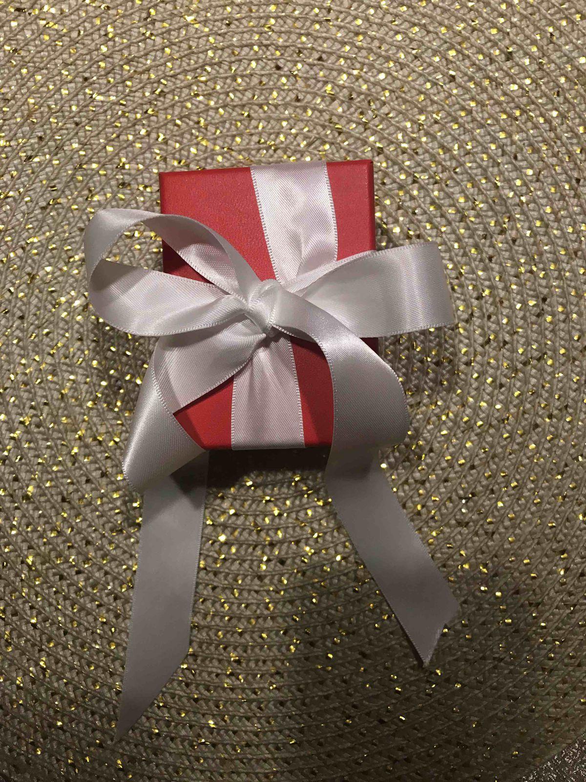 Золотая подвеска с топазом и бриллиантами.