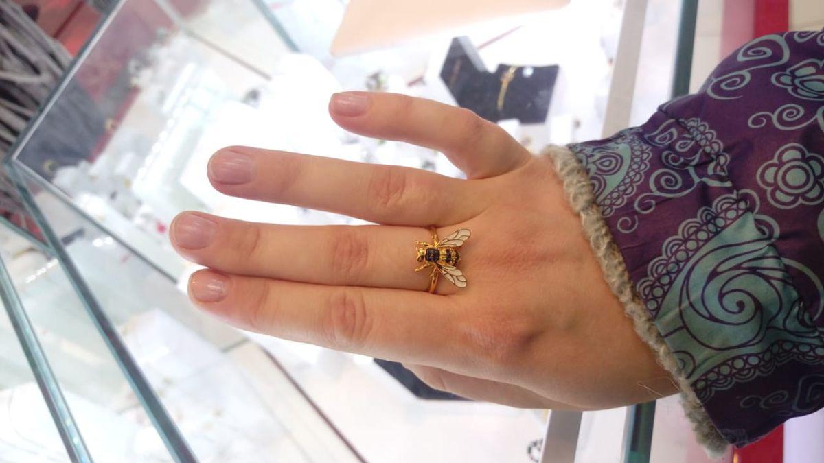 Пчела как живая