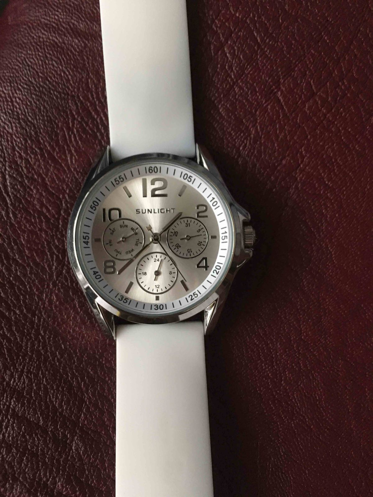 Часы с календарём