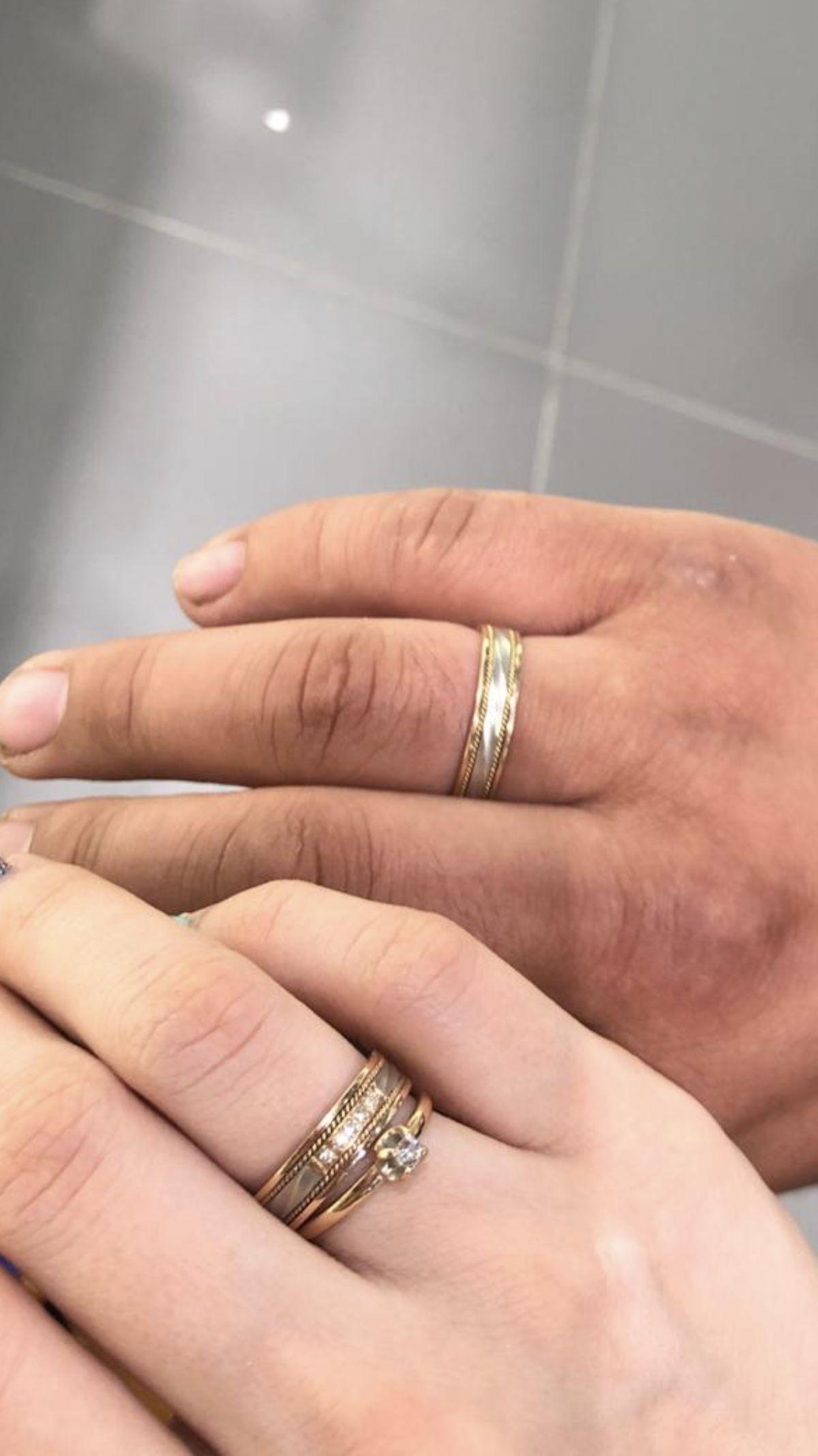 Красивое обручальное кольцо)
