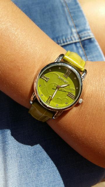 Часы, цвета зеленой травы