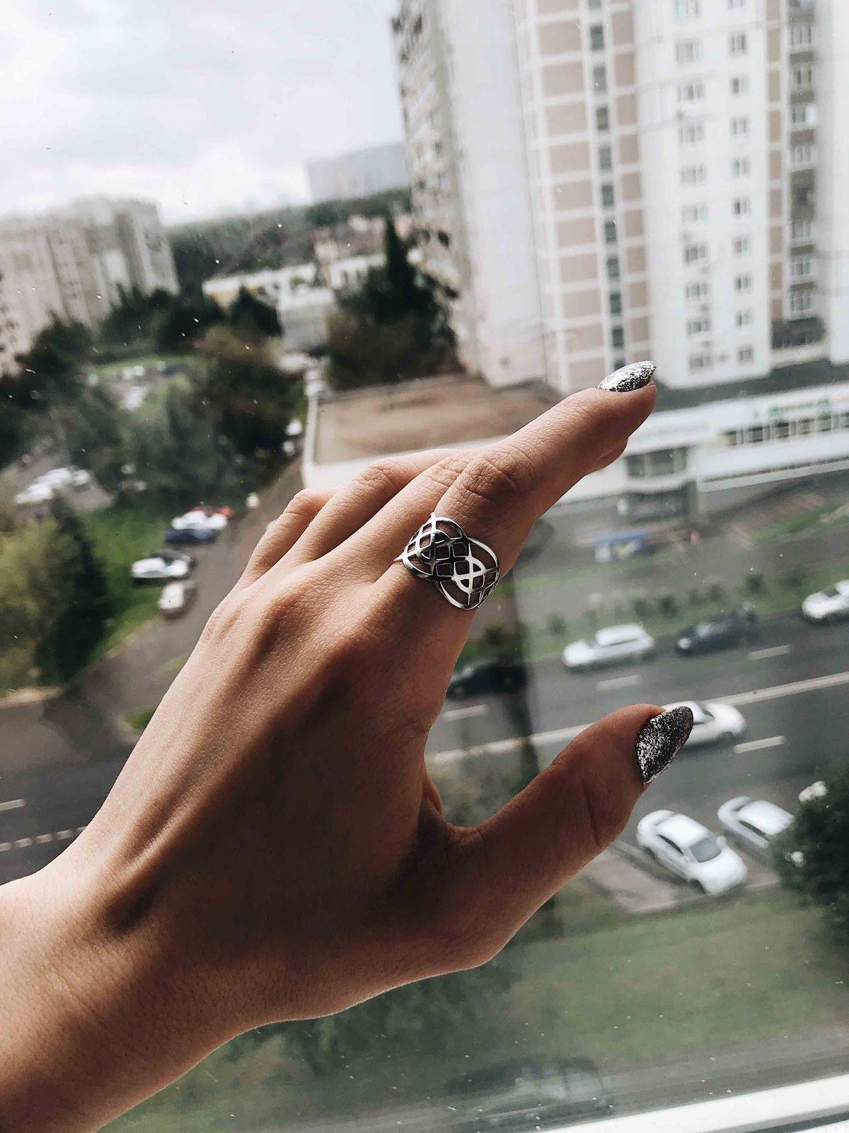 Потрясающее. серебряное кольцо!