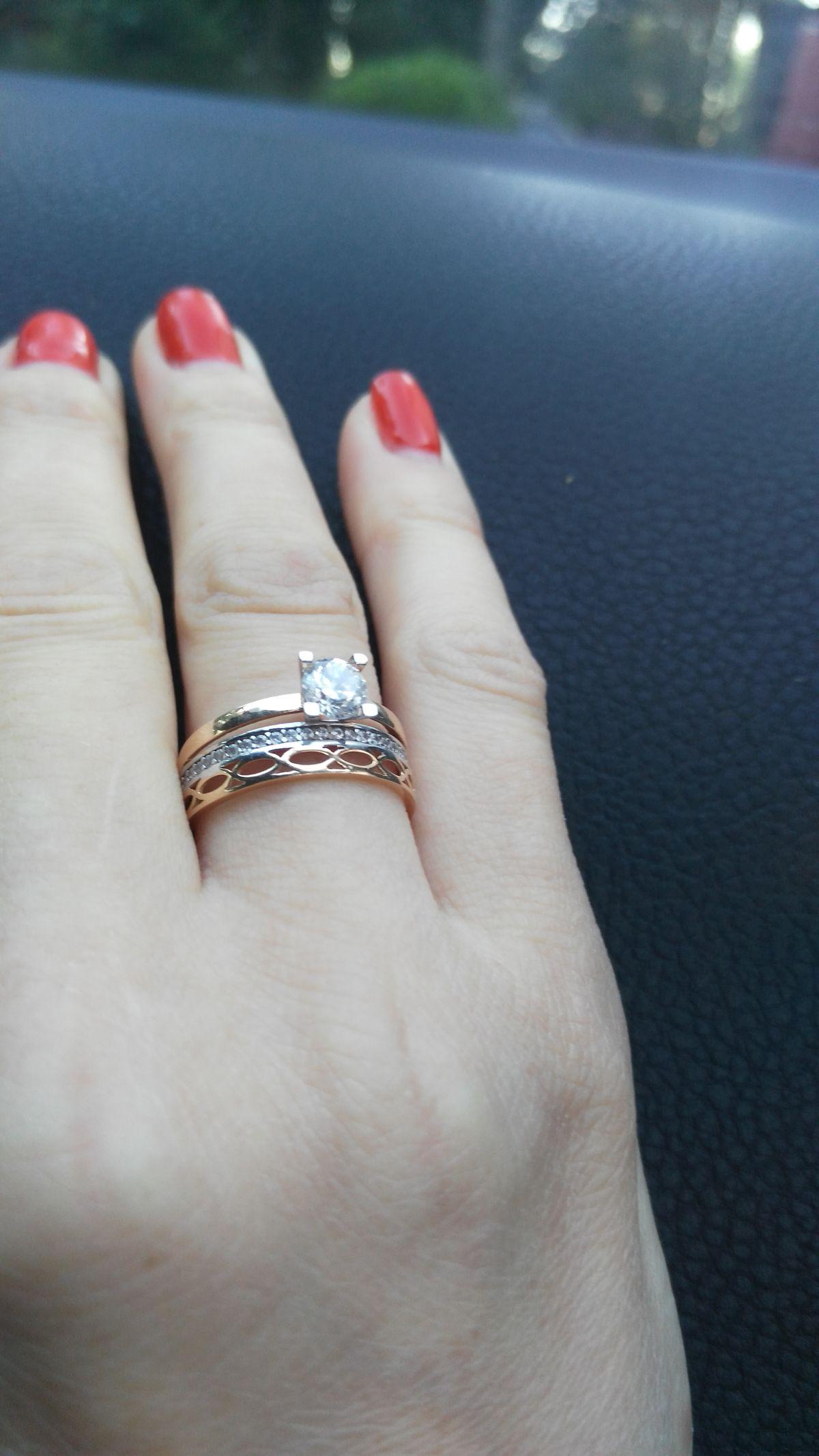 Прекрасное кольцо ,смотрится как три в одном