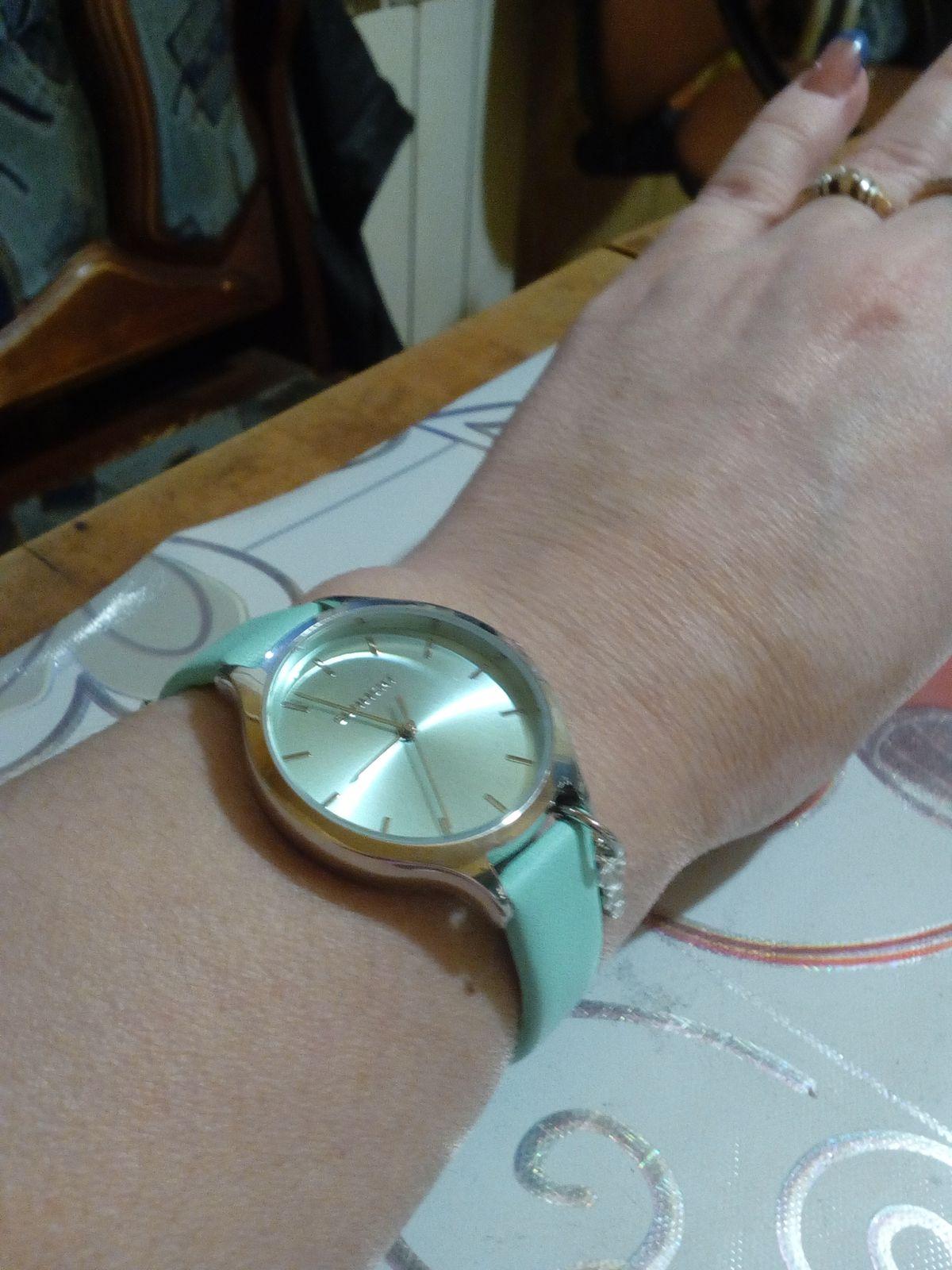 Красивые женские часы!