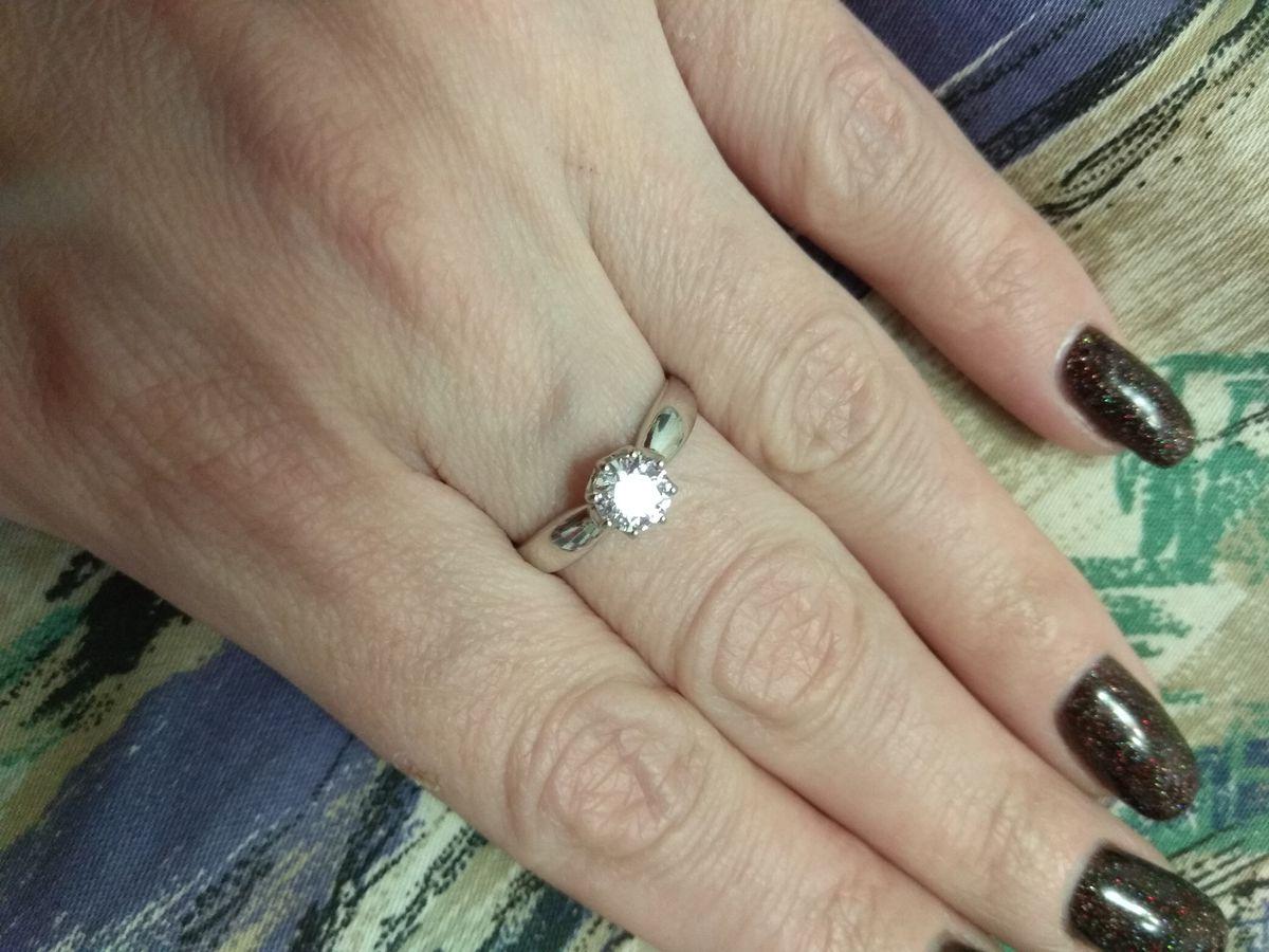 Кольцо с камнем своровски