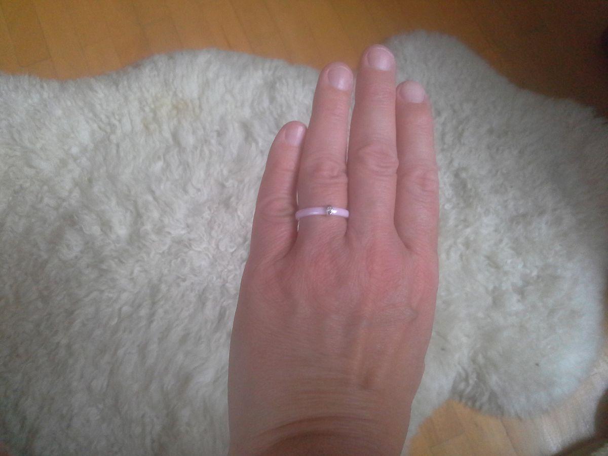 Розовое керамическое кольцо