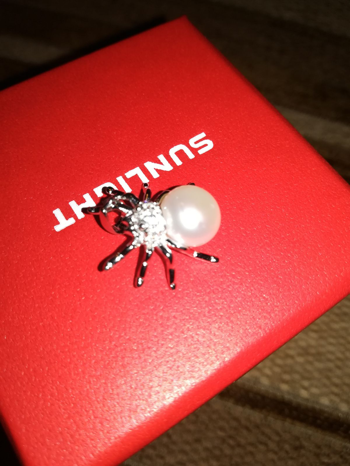 Милый серебреный паучек с фианитами