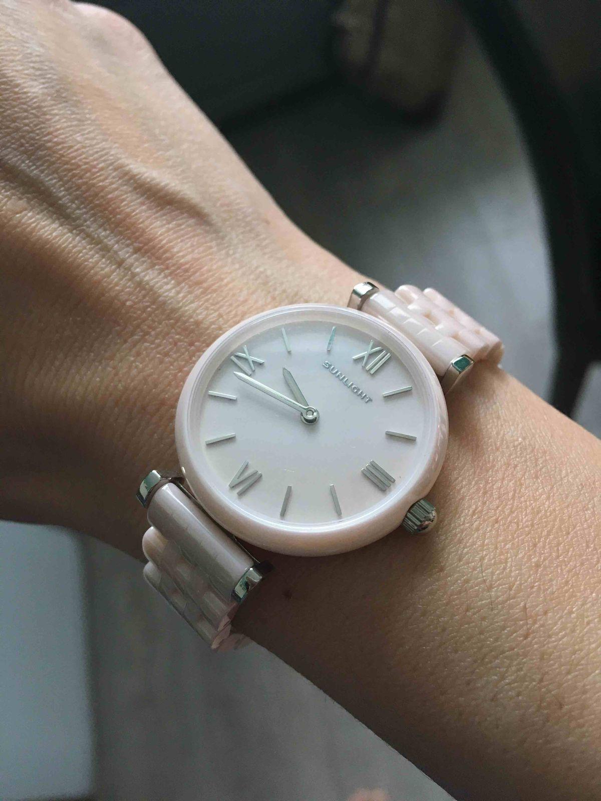 Часы с керамическим браслетом.
