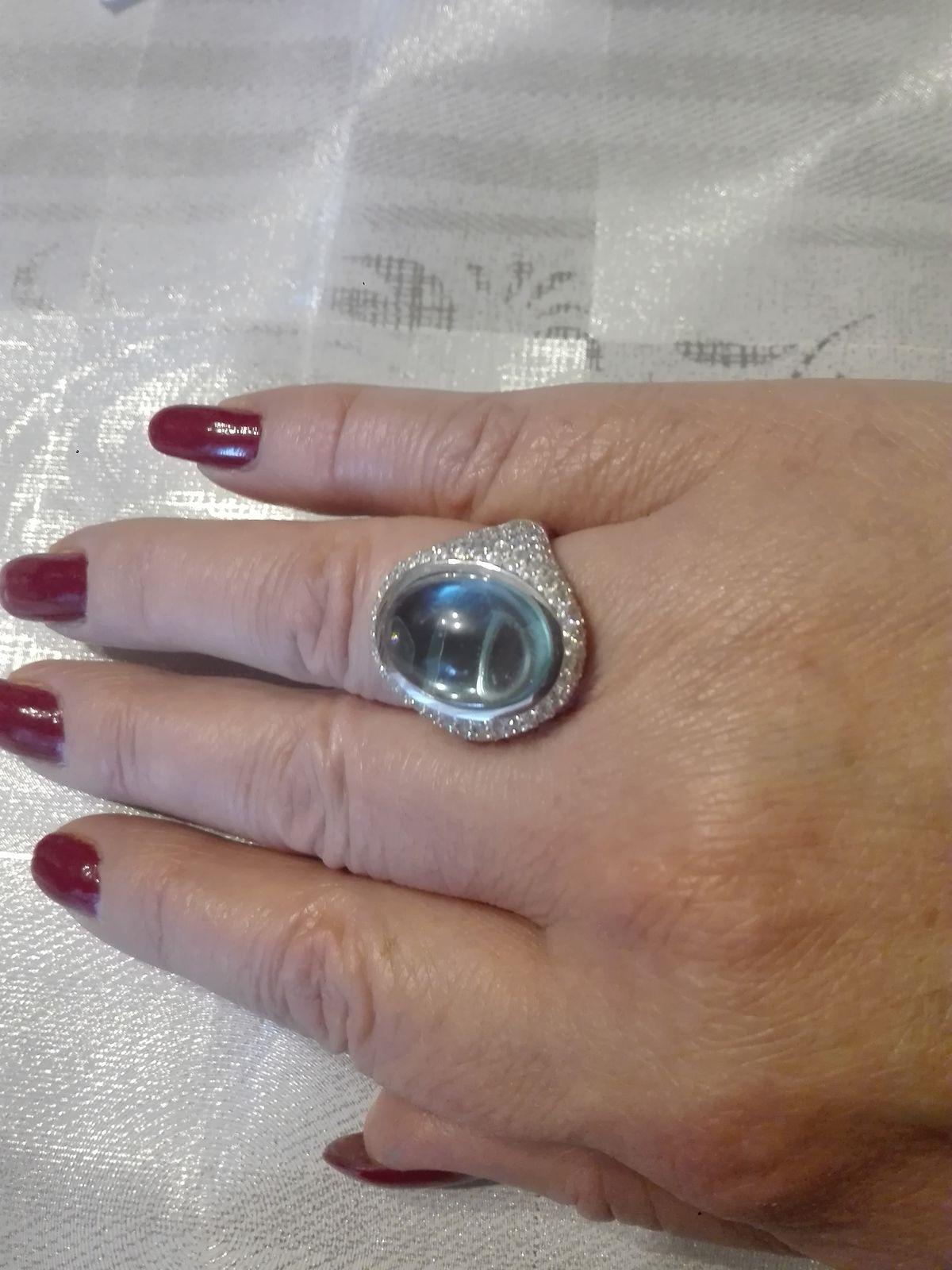 Кольцо очень нарядное,смотрится шикарно,не останется не замеченным.