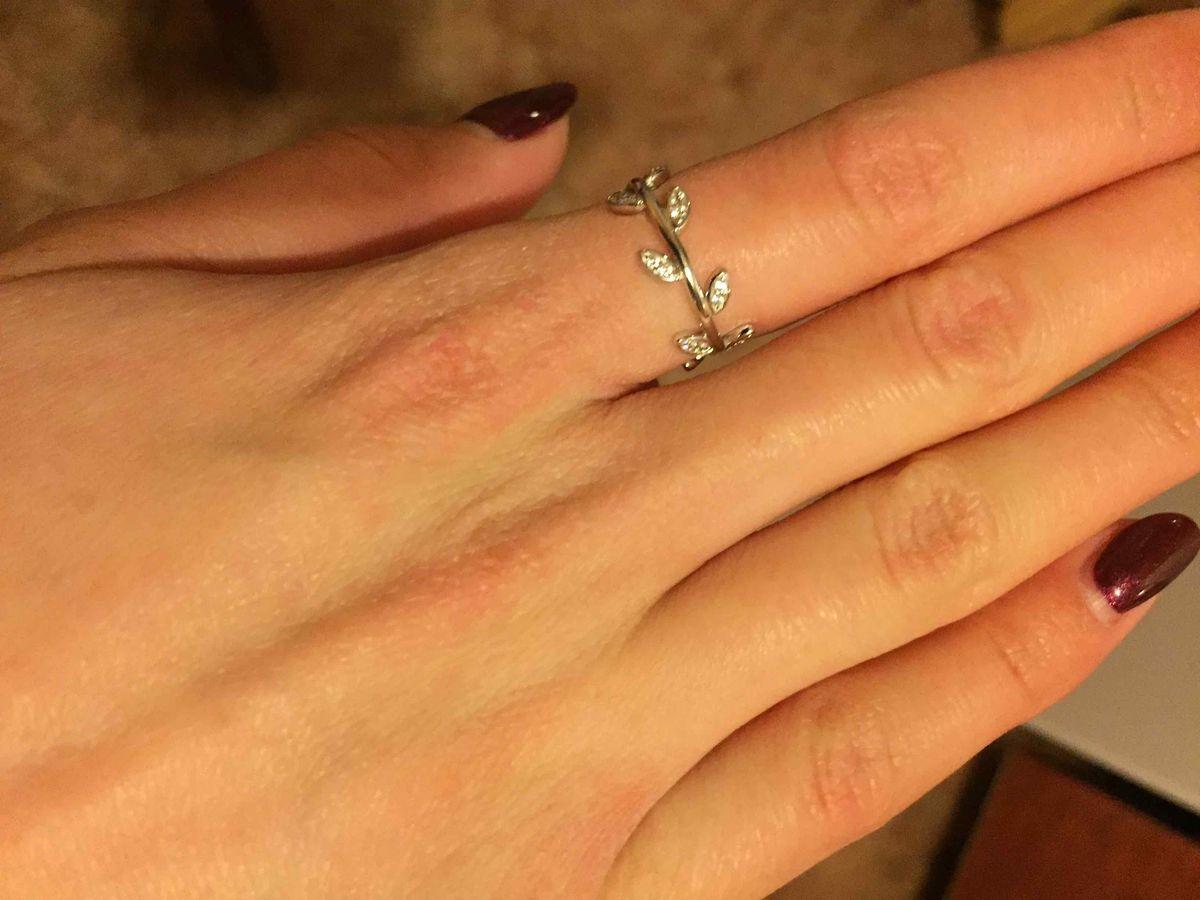 Милое кольцо с фианитами