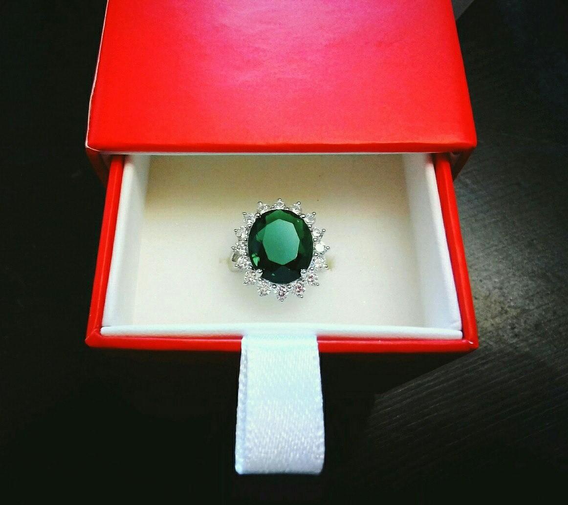 Потрясающее кольцо! Смотрится дорого и красиво!
