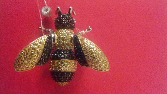 Брошь-подвеска в форме пчелы