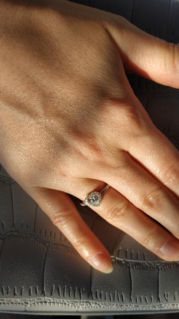 Отличное кольцо для повседневной носки. Очень ярко и красиво блестит!
