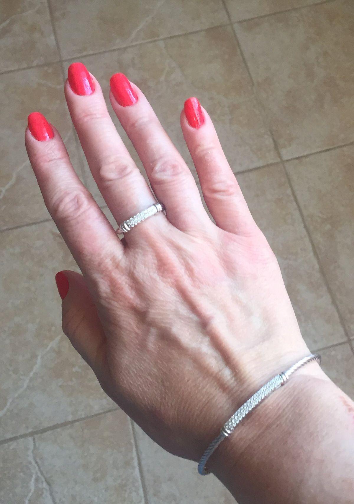 Стильное кольцо, дополнение к браслету.