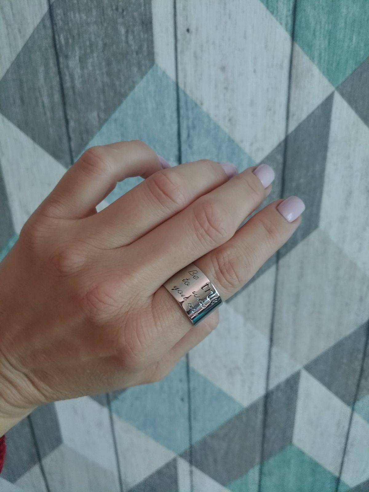 Шикарное кольцо с символичной гравировкой