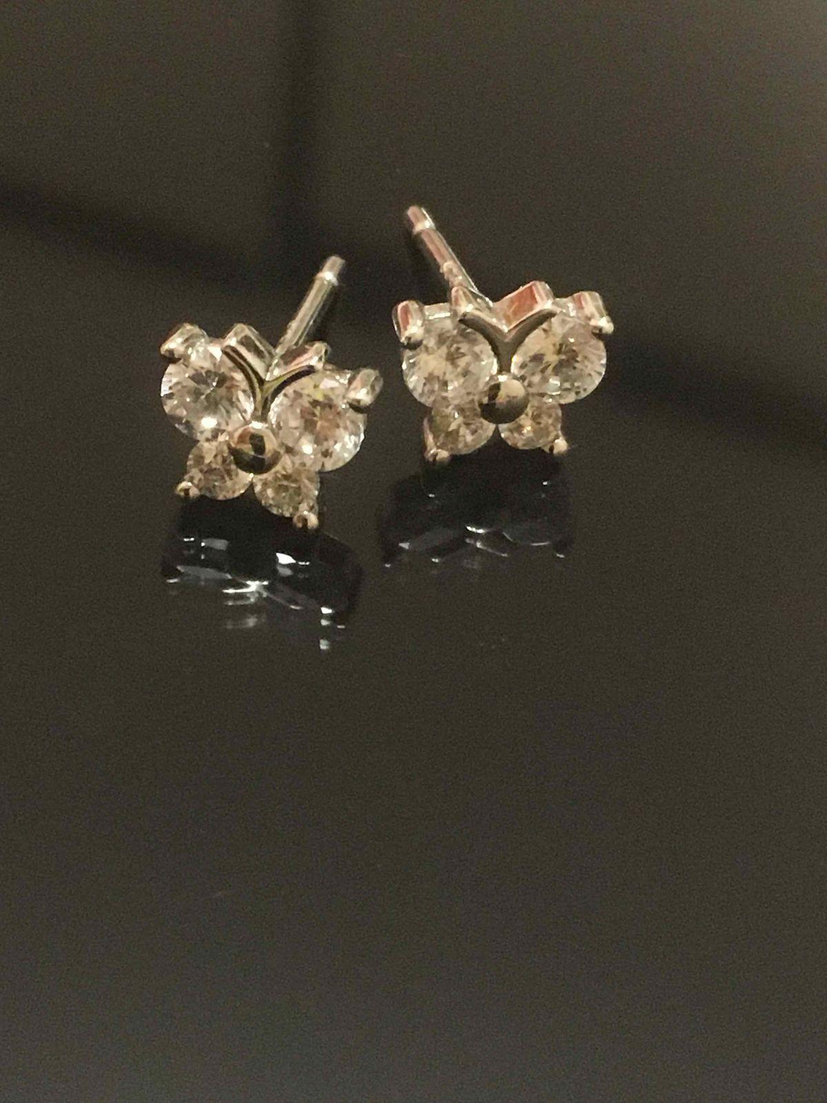 Серебряные серьги с фианитами . Похожи на бабочек.