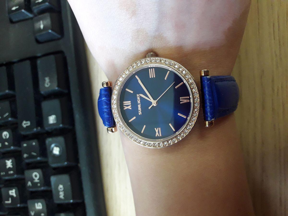 Ярко-синие часы