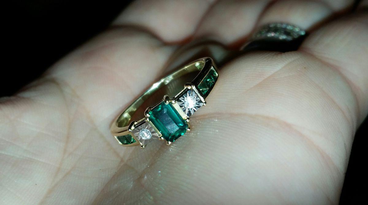 Золотое кольцо с изумрудами и бриллиантами 😍