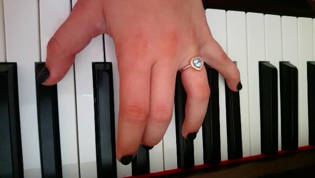 Колечко с топазом и фианитами