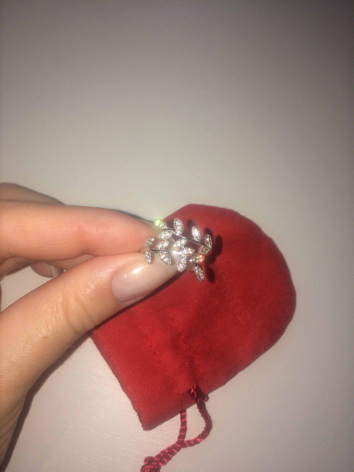 Нежнейшее кольцо с листочками