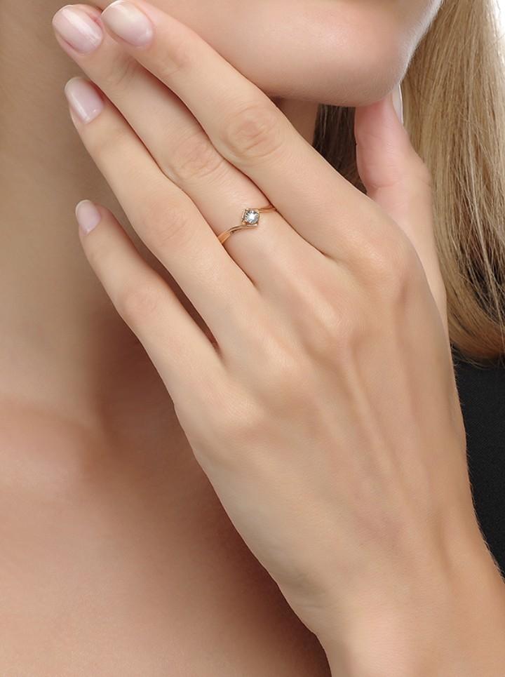 Шикарное кольцо, золотое с бриллиантом