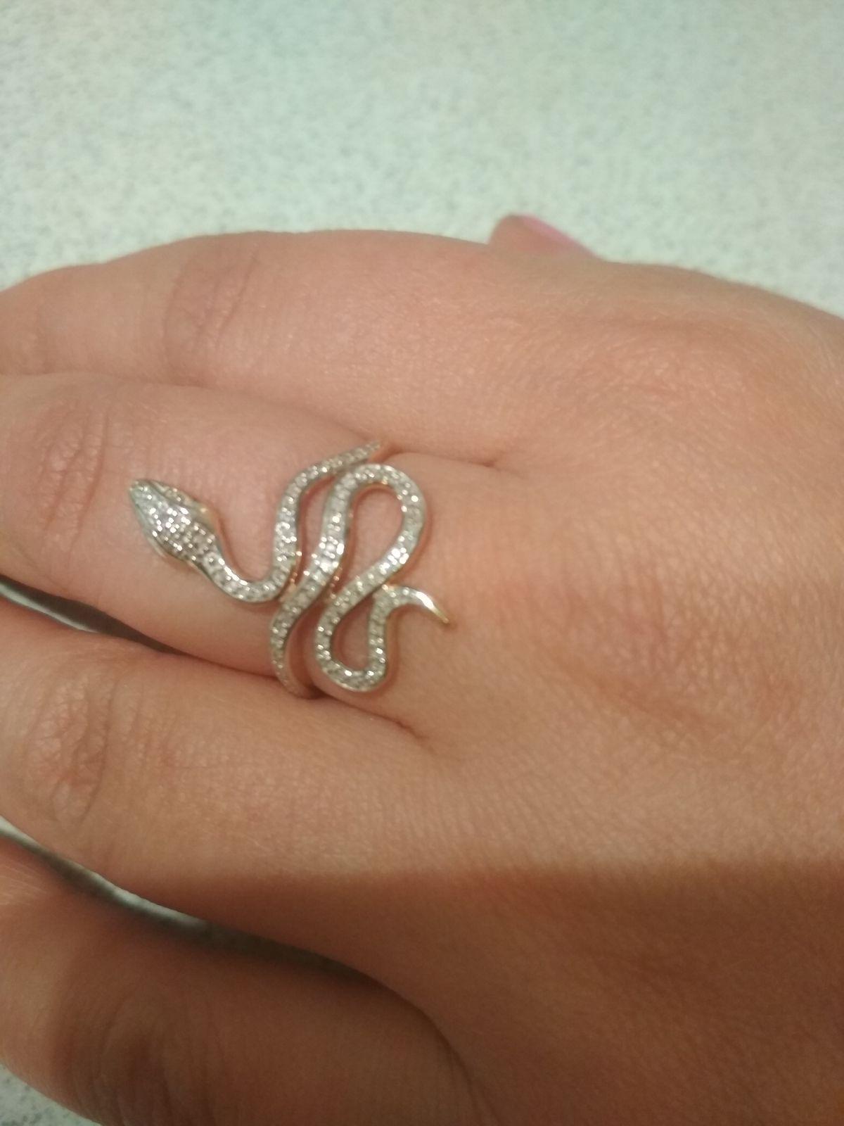 Шикарное кольцо в виде змеи.