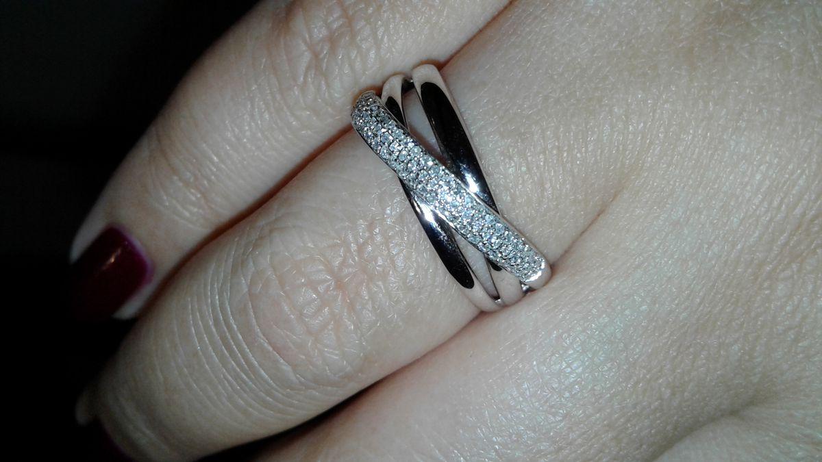 Красивое кольцо с бриллиантами
