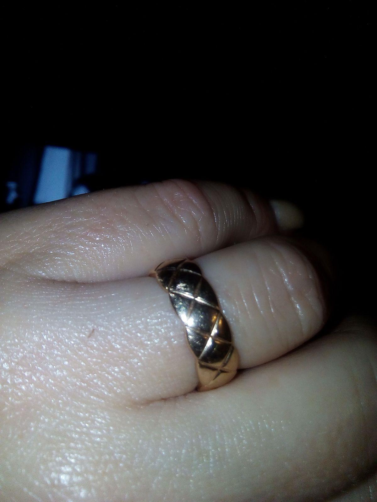 Обновила обручальное кольцо.