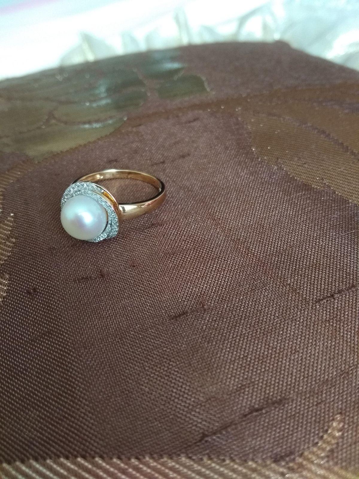 Кольцо с жемчугом и бриллиантами.