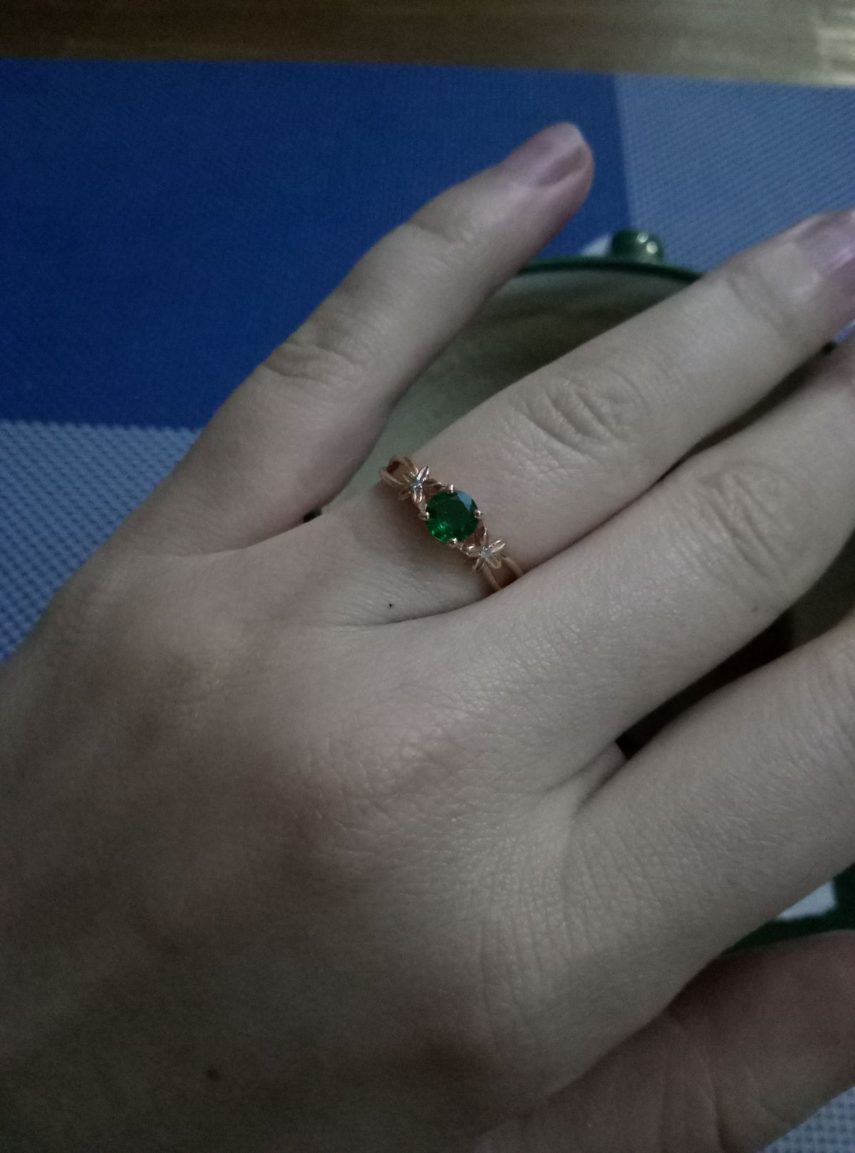 Красивое кольцо, смотриться шикарно