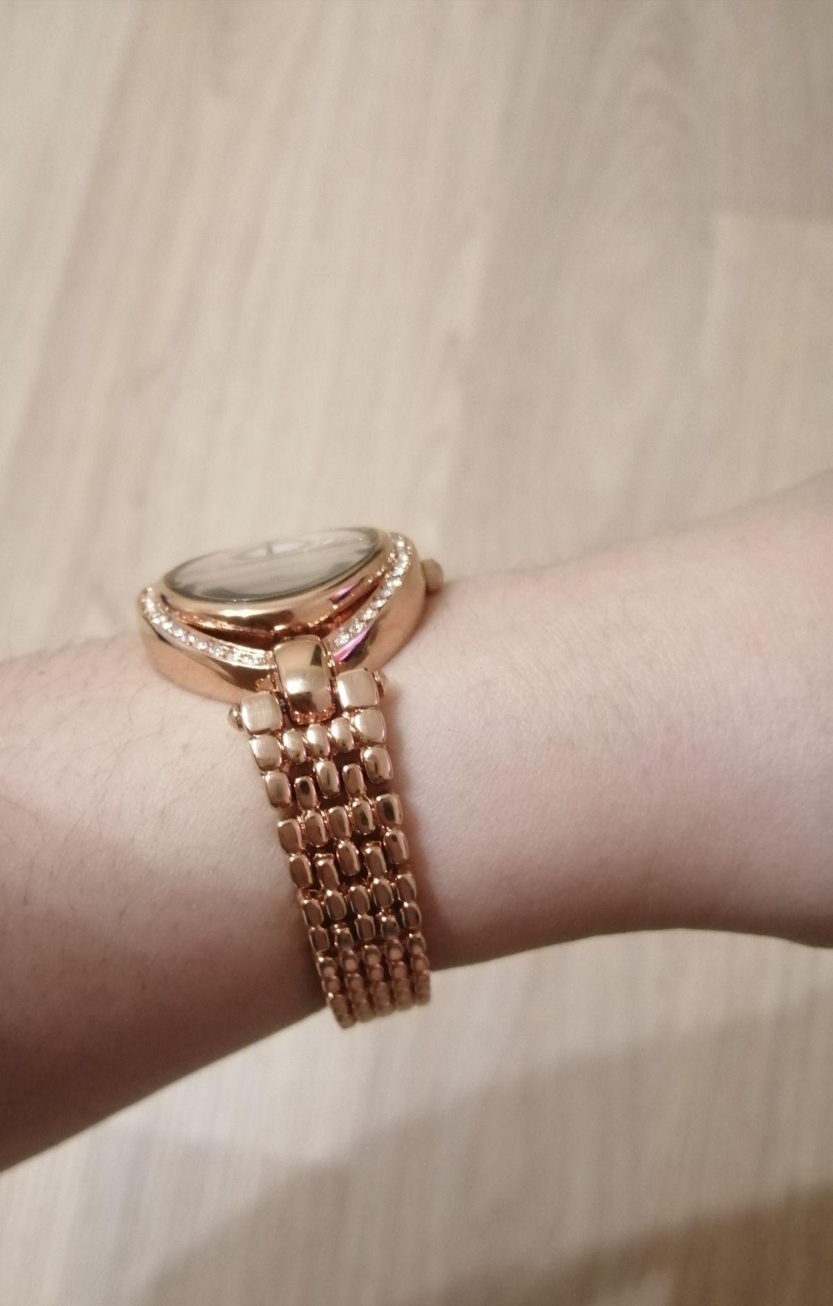 Часики золотистые